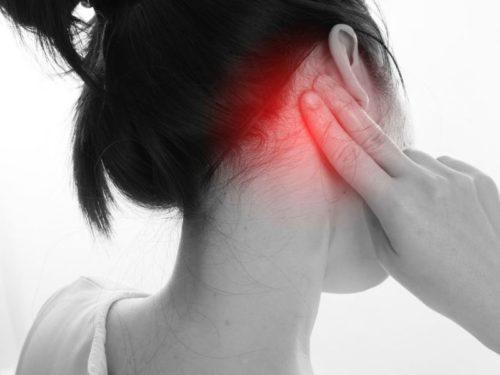 болевые ощущения в шее, отдает в голову