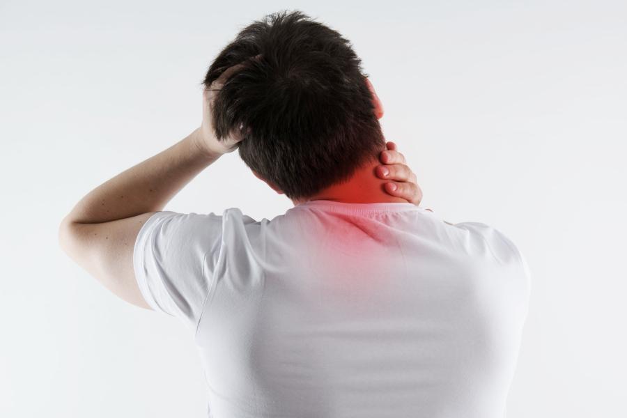 болевые ощущения в шее справа сзади