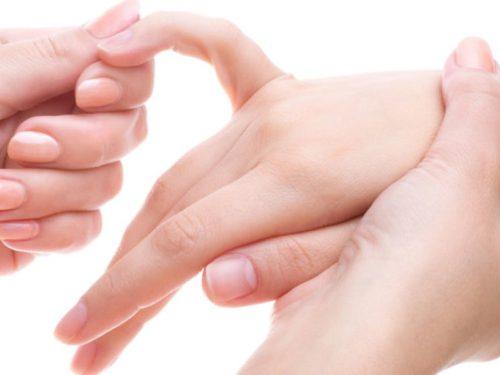 немеют мизинец и безымянный палец